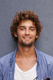 Mann mit Curls