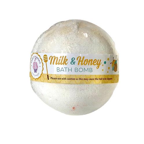 Milk & Honey bath bomb