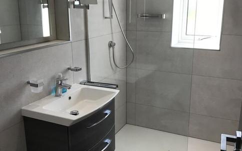 Double Bedroom Bathroom.jpg