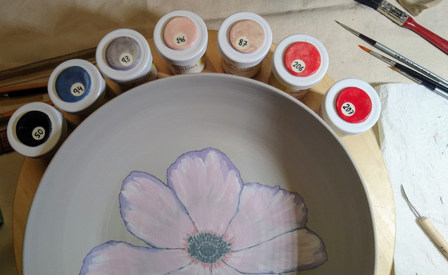 Painting a puppy flower on a pasta bowl