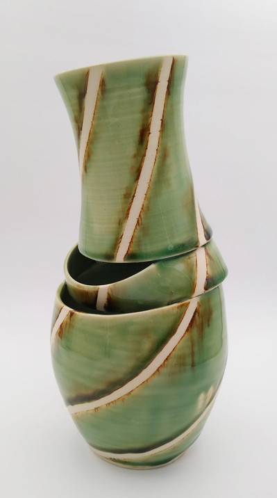 Deconstructed vase with shifting lines (