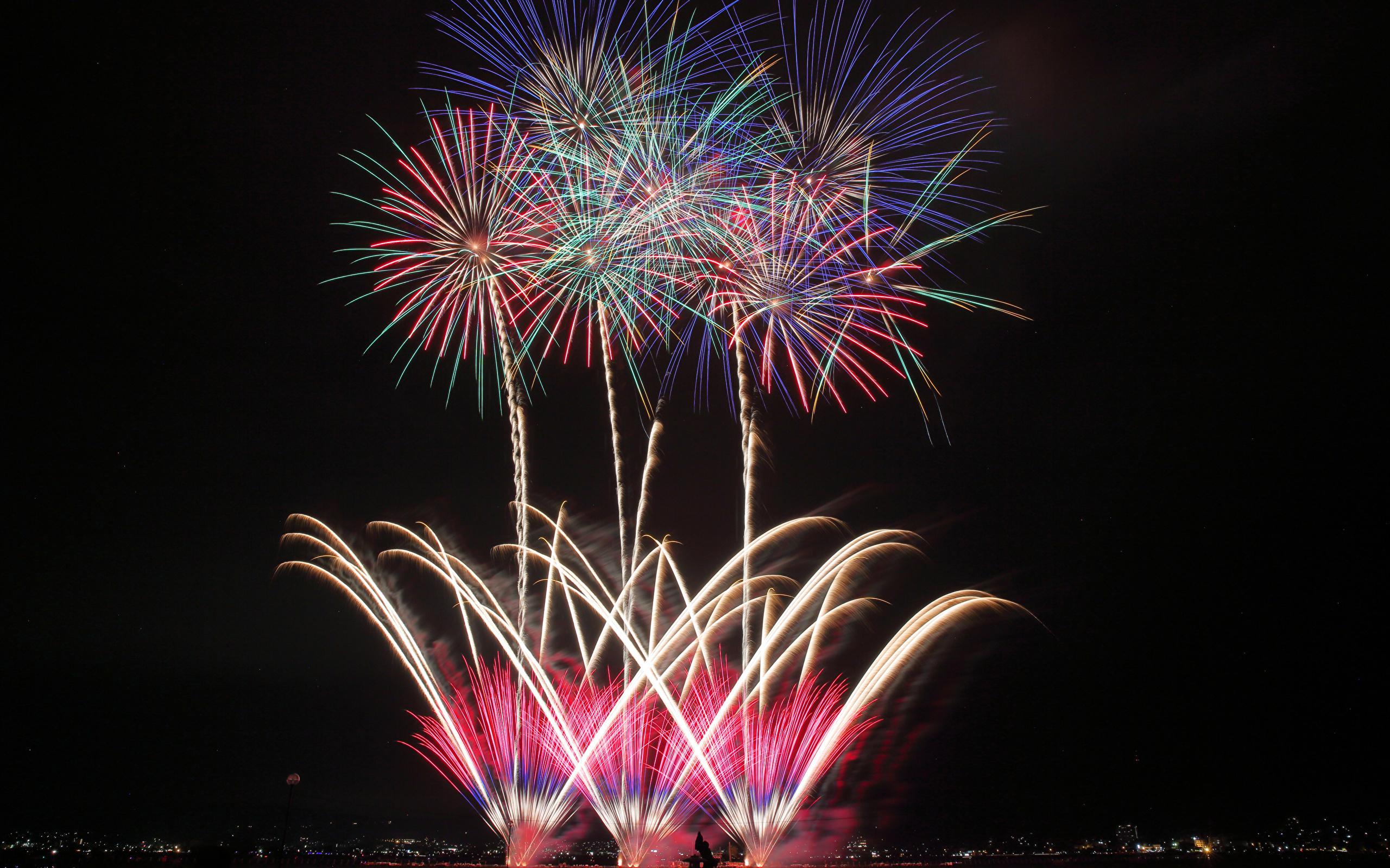 Fireworks_Night_497961_2560x1600