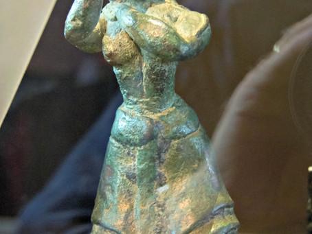 More Minoan Ecstatic Postures