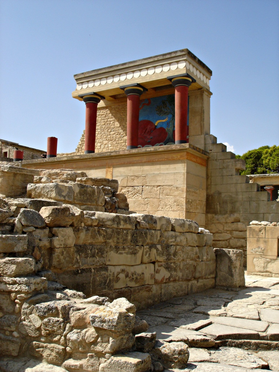 Knossos outdoors 2.jpg