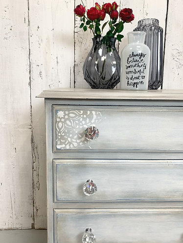 Small set of four drawers