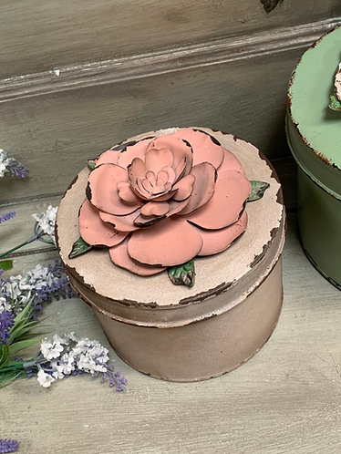 Pale pink tin with Rose lid
