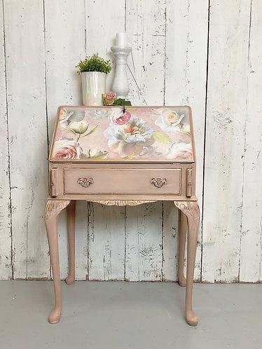 Bureau - floral pinks