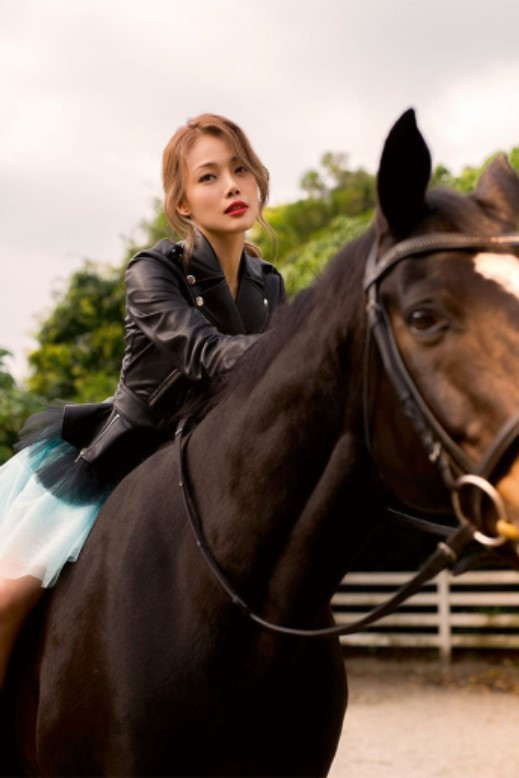 Horse photography/ Photo shooting (Joey Yung)
