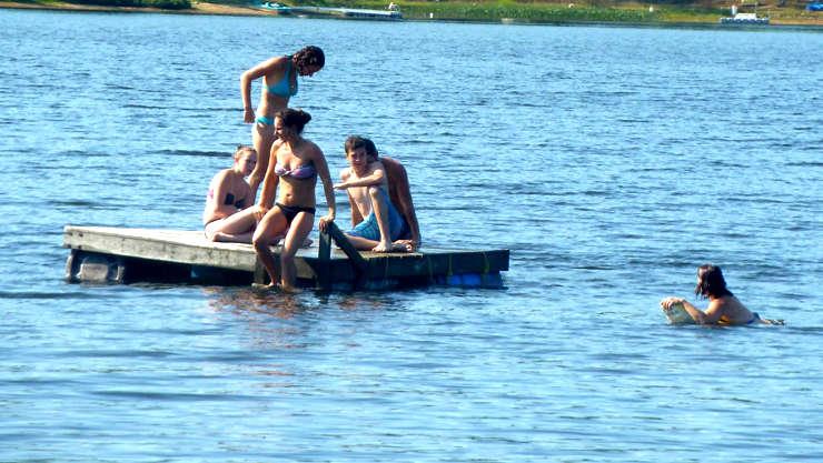 Chalet à louer au Québec   face au lac   4 saisons Le Cocooning L'Ascension   Baignade au lac (sans moteur)