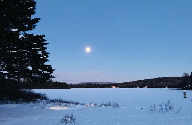 Chalet à louer au Québec   face au lac   4 saisons Le Cocooning L'Ascension   Lune