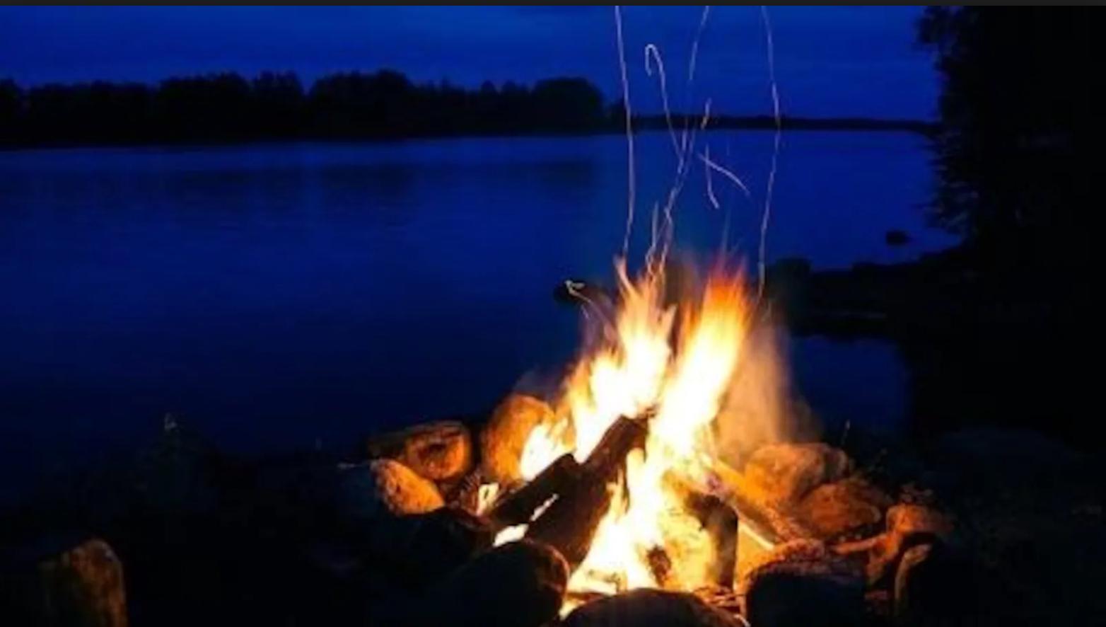 Chalet à louer au Québec   face au lac   4 saisons Le Cocooning L'Ascension   Feu de camps