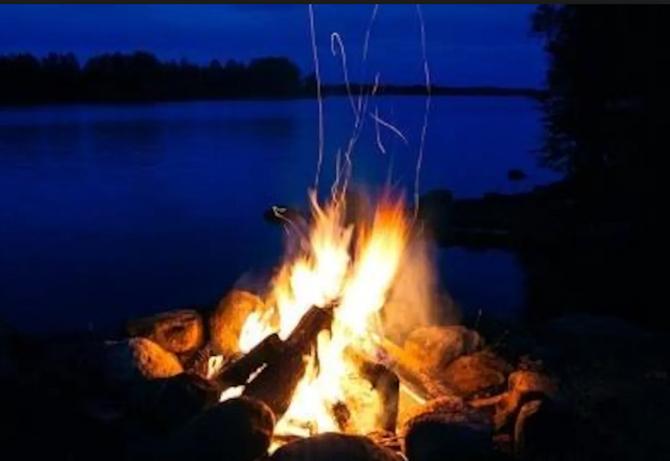 Chalet à louer au Québec | face au lac | 4 saisons Le Cocooning L'Ascension | Feu de camps