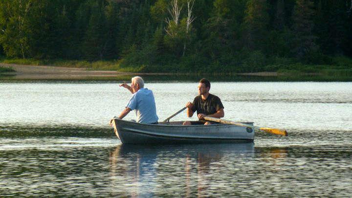 Chalet à louer au Québec   face au lac   4 saisons Le Cocooning L'Ascension   Navigation sur le lac sans moteur