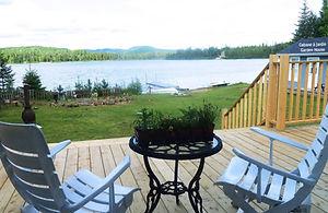Chalet à louer au Québec | face au lac | 4 saisons Le Cocooning L'Ascension | Véranda face au lac