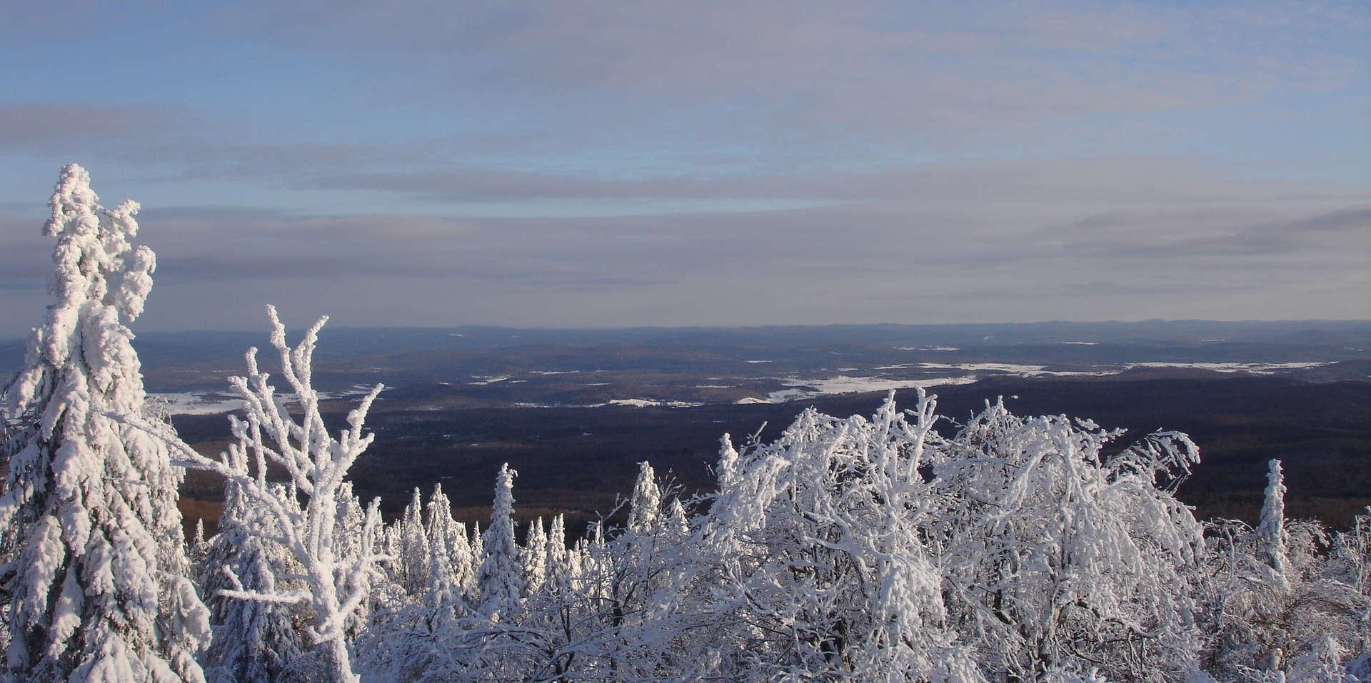 Chalet à louer au Québec   face au lac   4 saisons Le Cocooning L'Ascension   Montagne Belvédère