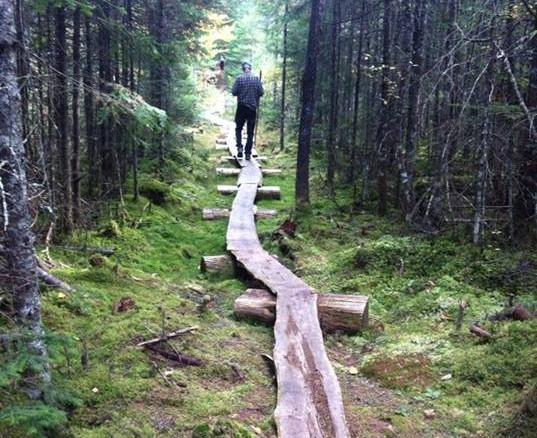 Chalet à louer au Québec   face au lac   4 saisons Le Cocooning L'Ascension   Sentier pédestre