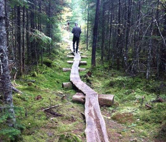 Chalet à louer au Québec | face au lac | 4 saisons Le Cocooning L'Ascension | Sentier pédestre