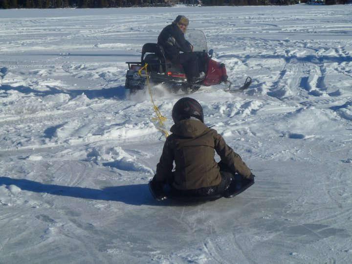 Chalet à louer au Québec   face au lac   4 saisons Le Cocooning L'Ascension   Glissage