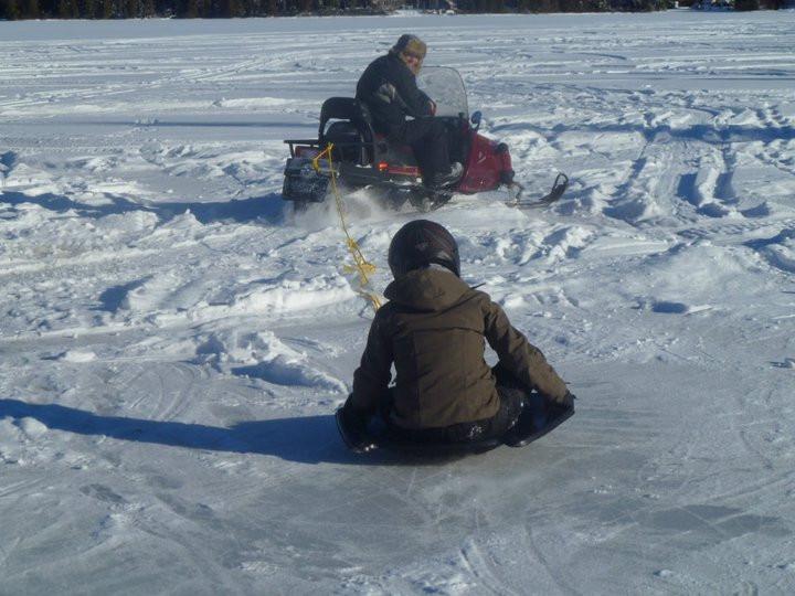 Chalet à louer au Québec | face au lac | 4 saisons Le Cocooning L'Ascension | Glissage