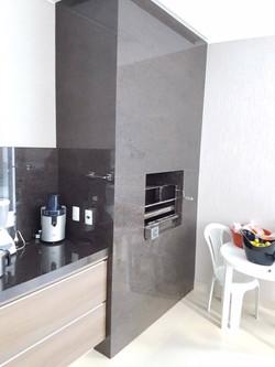 Parede_da_churrasqueira_revestida_em_Granito_Marrom_Café
