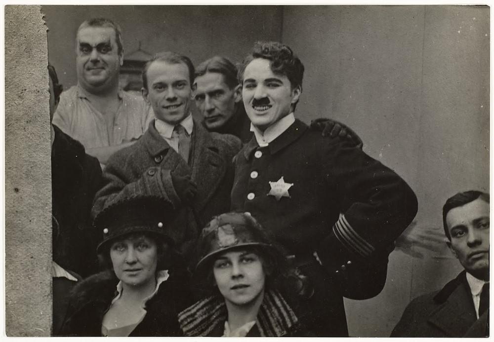 Chaplin_y_Nijinsky_en_el_plató_de_Easy_Street.jpg