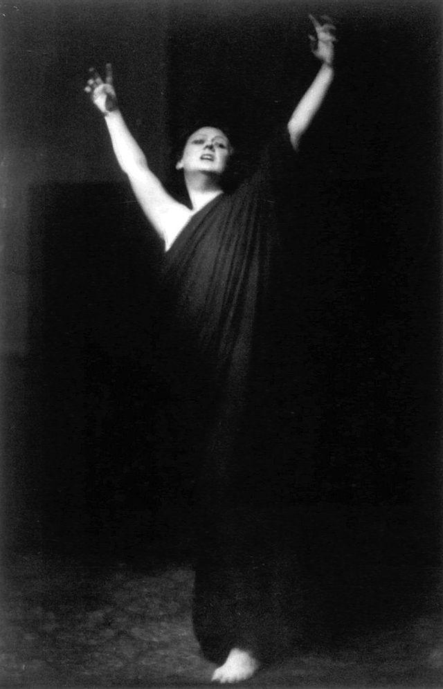 Isadora_duncan gira americana Arnold Genthe.jpg