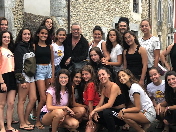 Antonio Canales y La Lupi en el Encuentro con los Maestros de Colombres