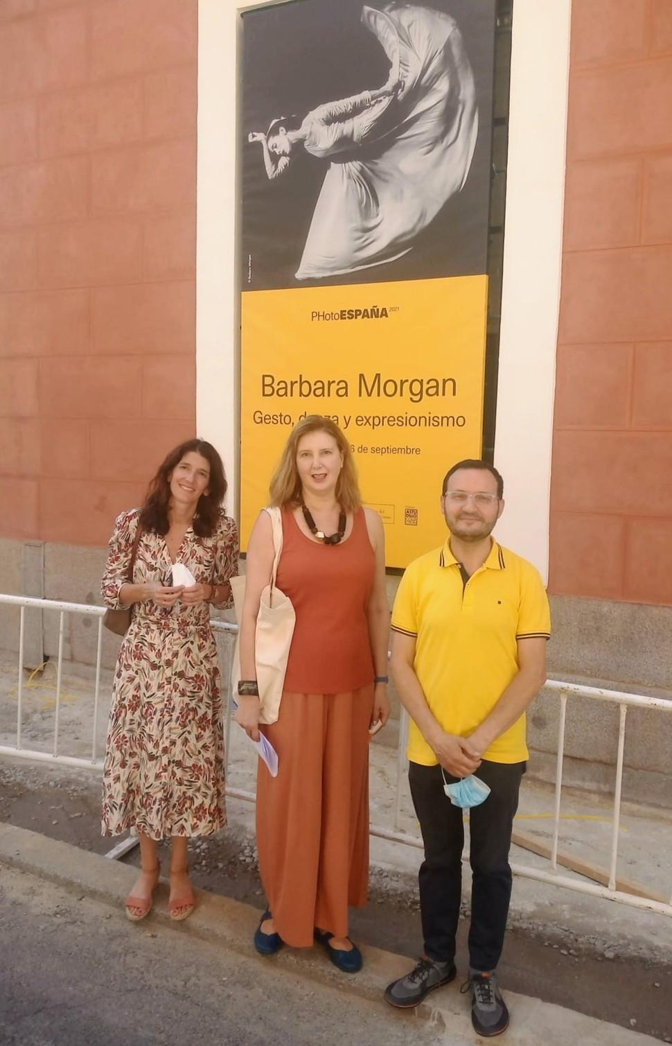 Con Pía Ogea y Javier Astudillo en la exposición sobre Bárbara Morgan (Museo del Romanticismo)