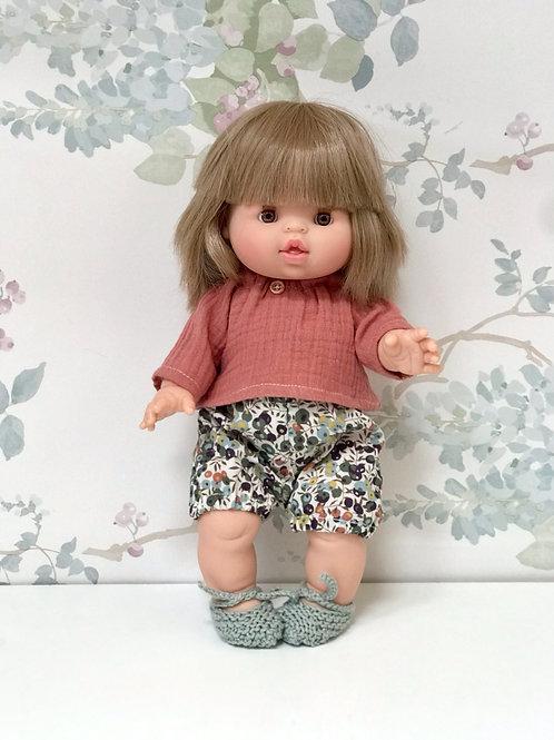 Muñeca con short y blusa