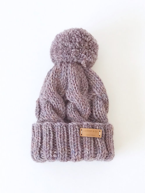 Gorro monocromo con pompón de lana / Monocromo hat with wool pompom