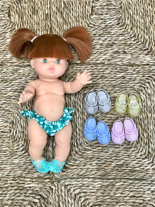 Muñeca con bikini y cangrejeras