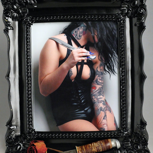 """Ripley and the Hunting Knife 8""""x10""""photo print"""
