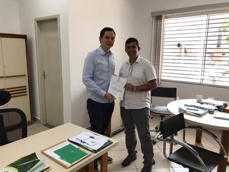 Prefeito Gilson busca parceria junto ao Estado do Acre para construção de lixeiras de madeira