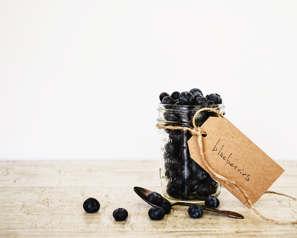Labeled bottle of blueberries (Photo by Debby Hudson on Unsplash)