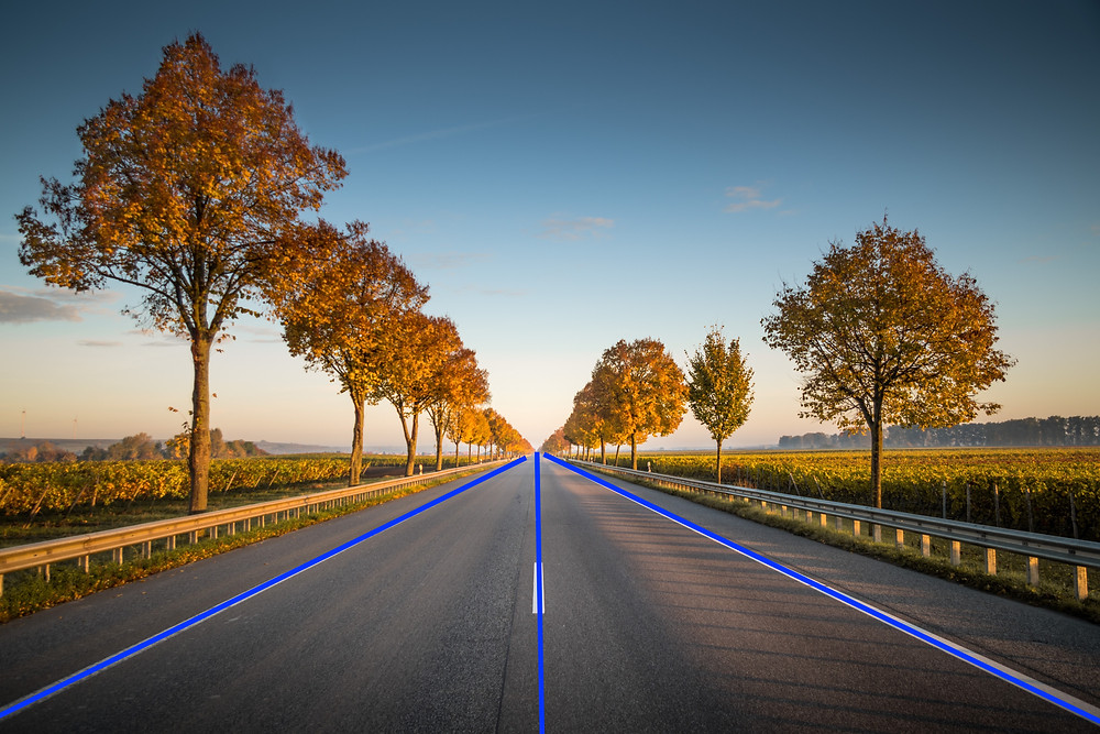 Line annotation on road (Original Photo by Karsten Würthon Unsplash)
