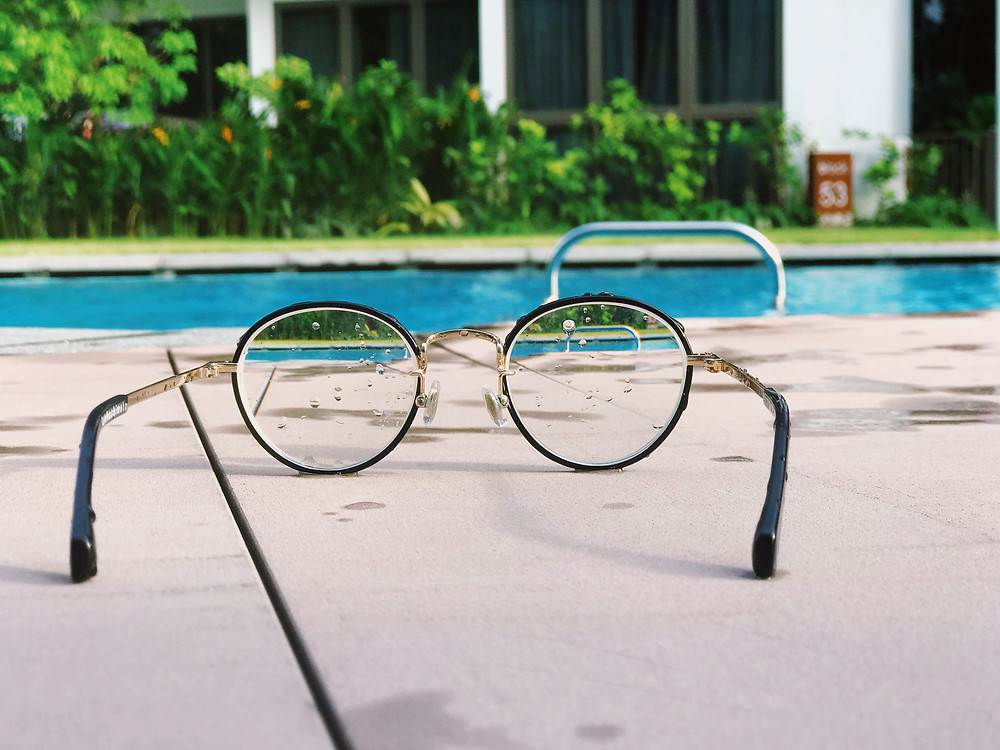 Clear vision using glasses (Photo by timJ on Unsplash)