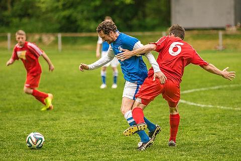 Combattere per il pallone da calcio