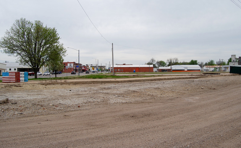 Site of former SLSF Depot- Winfield  Notice the elevator to the right of both photos is still there.