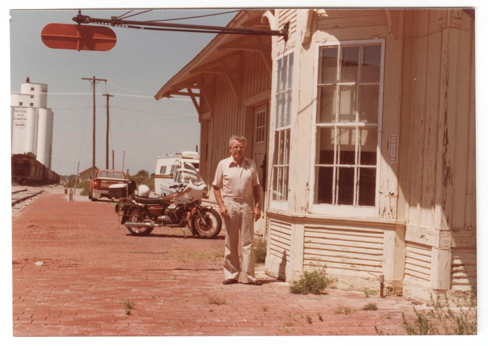 ATSF depot w/agent pictured