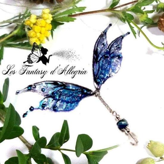 Bijoux collier ailes de fée elfe bleu à paillettes acier argenté profondeurs sauvages