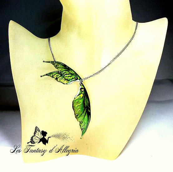 Bijoux collier ailes de fée elfe vertes scarabée effet métallisé acier argenté essence de sous-bois