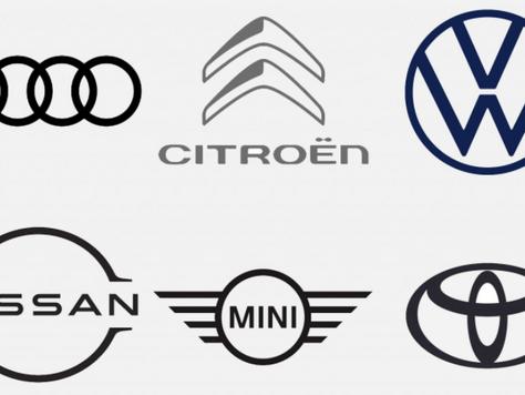 Siete marcas de automóviles que han vuelto a la tendencia de logotipos minimalistas.