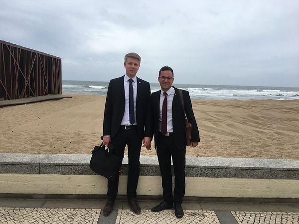 Colin Reiff und Frederik Wulle vom ISW der Universität bei der Konferenz CIRP Design.