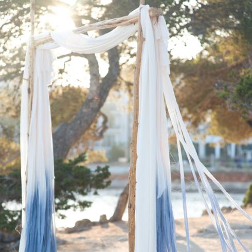 dip-dyed blue weddingarch