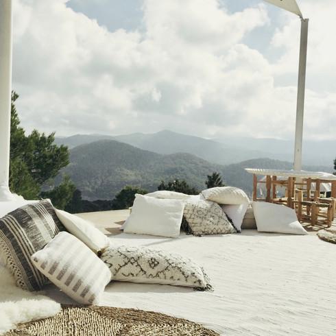 offwhite/black cushions