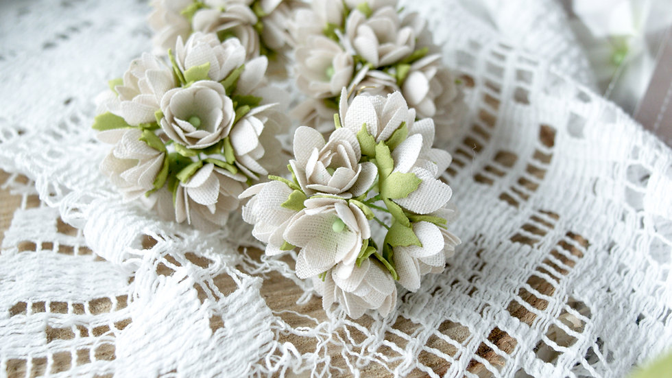Mini flowers beige 1 cm