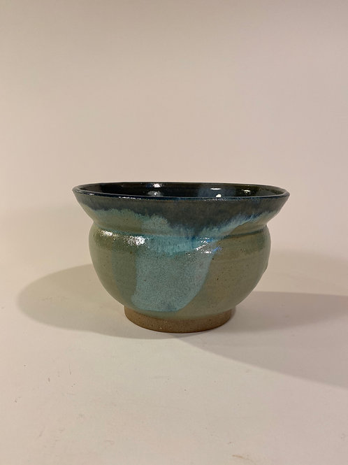 Mid-sized Serving Bowl