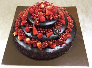 Torta-compleanno-cioccolato-e-fragole