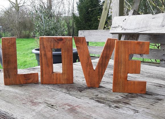 LOVE en bois teinté