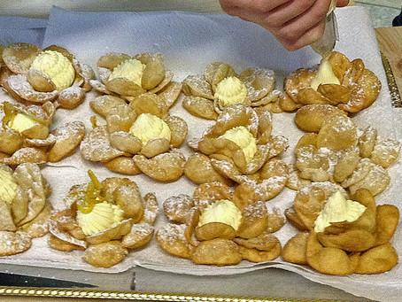 Chiacchiere  Fiore                                      -花型の揚げ菓子-